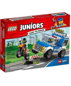 10735-lego-police-truck-chase-fairy-land-1
